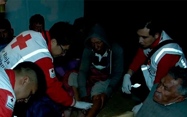 Habitantes en situación de calles son asistidos por voluntarios