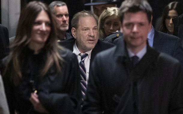 Weinstein es trasladado a cárcel tras procedimiento cardíaco