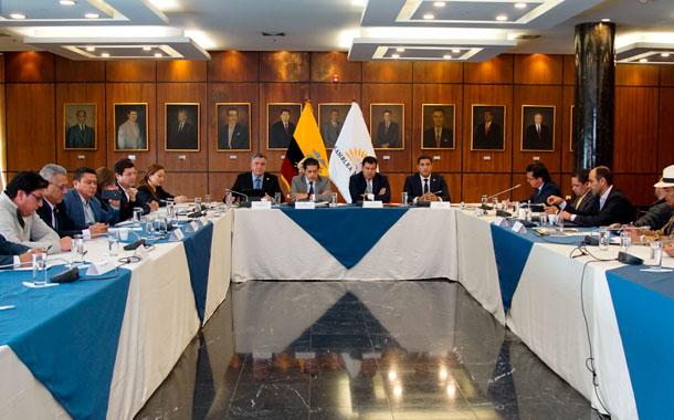 Asambleístas acudieron a la reunión con el ministro de economía