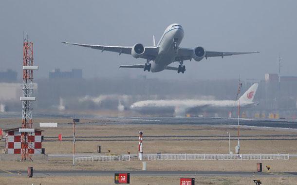 China prohíbe temporalmente la entrada al país de extranjeros por coronavirus