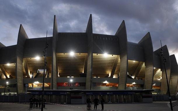 Francia estudia crear un fondo de crédito comunitario para clubes de fútbol