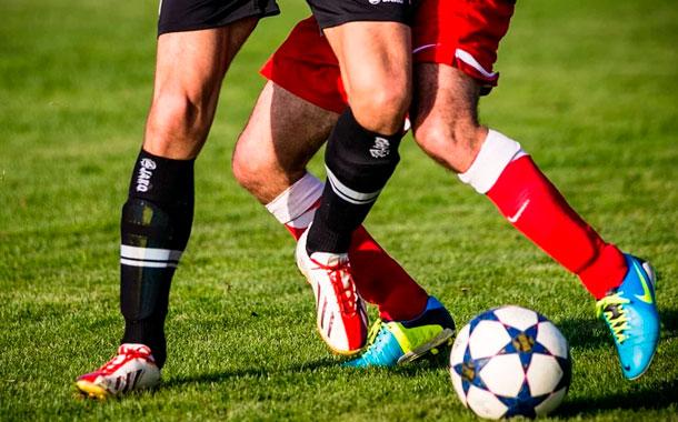 El fútbol profesional inglés asume decisiones difíciles por la pandemia