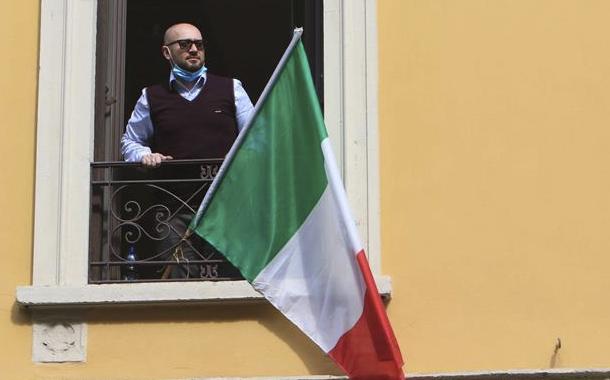 Italia planea reducir los altos sueldos de los futbolistas