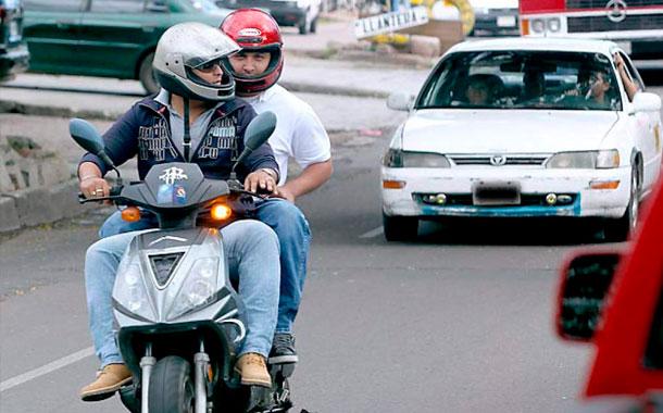 Solo una persona en moto podría circular desde el 16 de marzo en Guayaquil