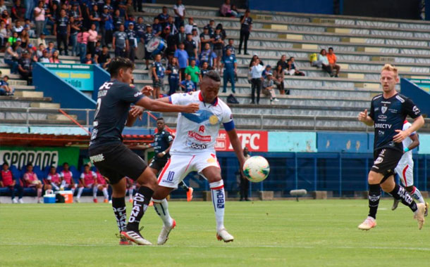 Olmedo venció al Independiente ante la mira de Jordi Cruyff