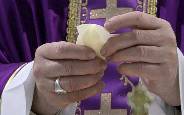 Papa Francisco da una bendición especial al mundo