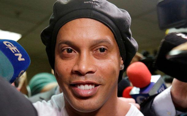 Publican la primera imagen de Ronaldinho en prisión