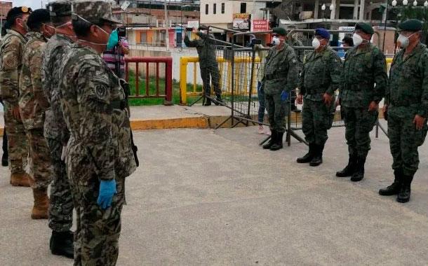 Perú despliega fuerzas militares en la frontera con Ecuador