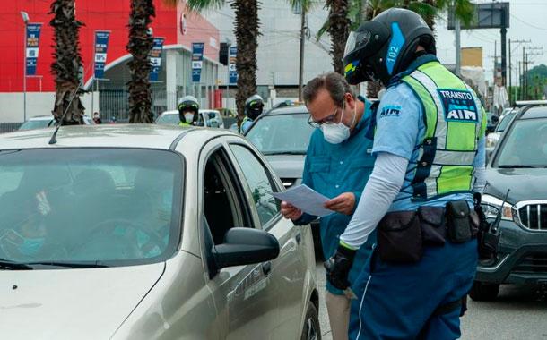 Agente de tránsito fue atacado por dos infractores