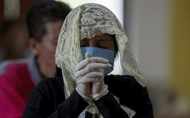 Religión, amuletos y santos para la lucha contra la pandemia