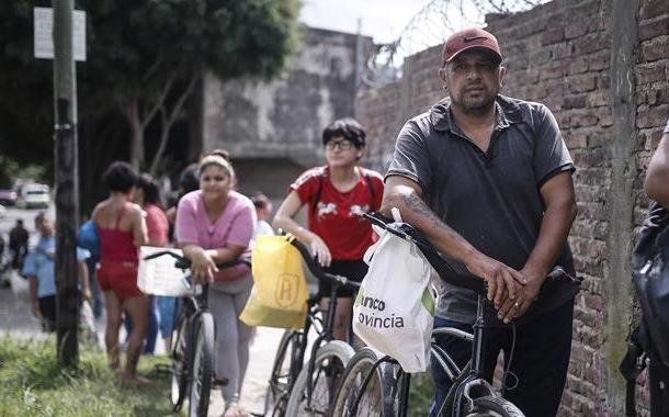 Polémica en Argentina, compran alimentos con presuntos precios elevados