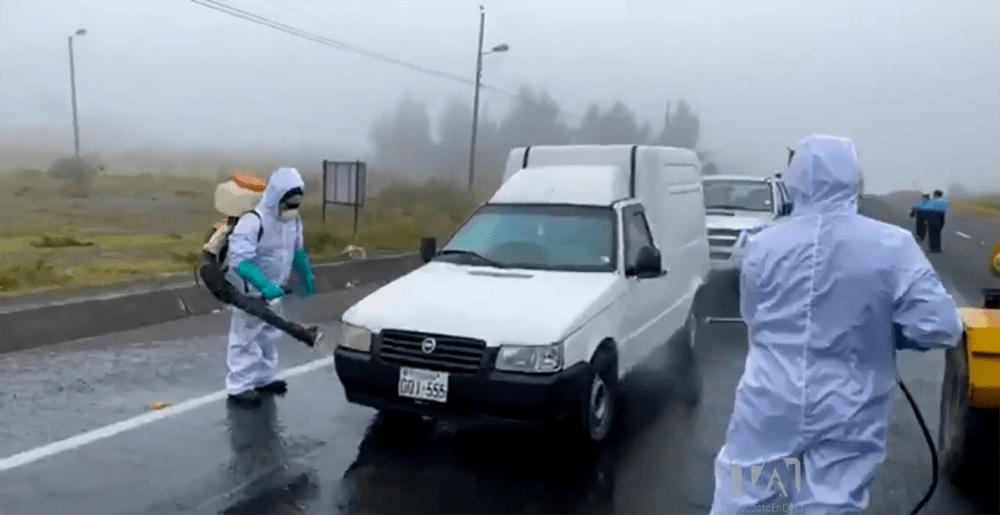 Autoridades de Cotopaxi realizan controles a vehículos y ciudadanos