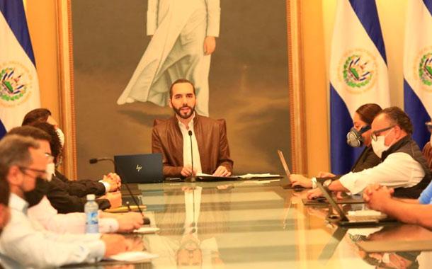 Contagios de COVID-19 se aceleran en El Salvador