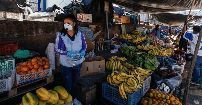 Cientos de personas llegaron hoy al mercado de San Roque