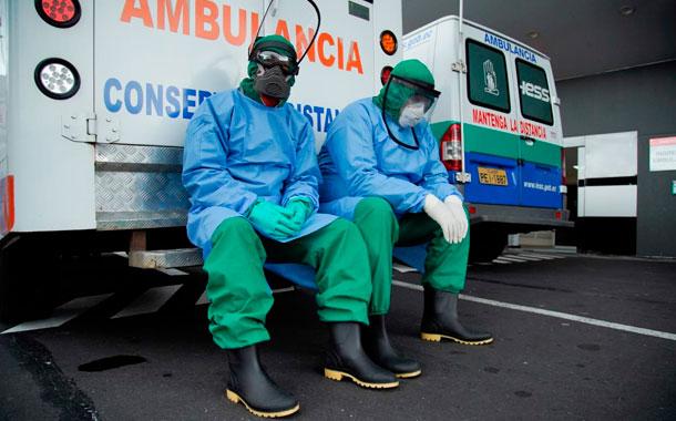 La batalla continúa dentro de los hospitales en Quito