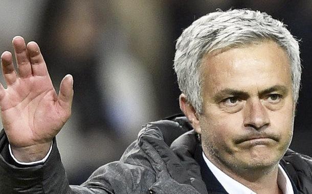 Mourinho rompe las reglas de distanciamiento social