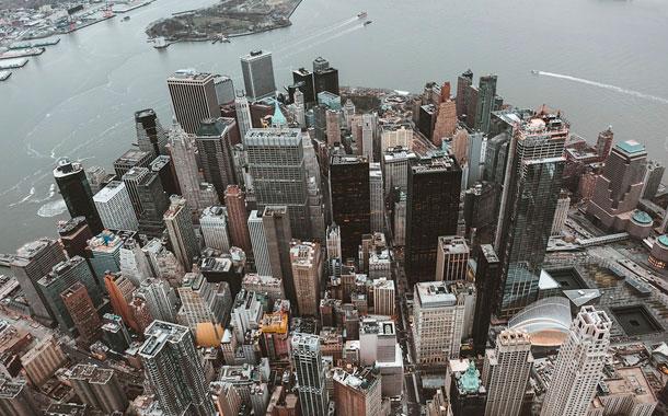 Un NY abrumado por miles de muertos piensa que