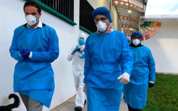 El Gobierno visitó dos hospitales que atienden a pacientes con covid-19