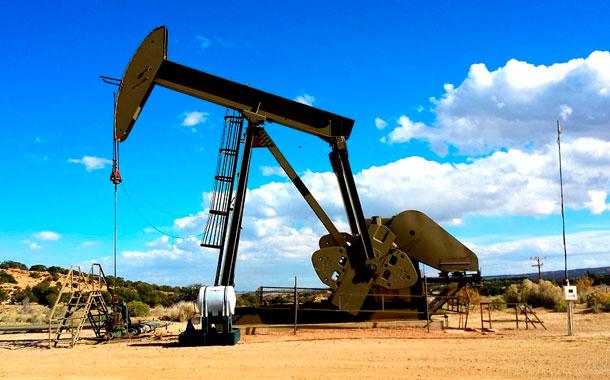 Petróleo sube en mercado optimista sobre acuerdo de recorte de producción