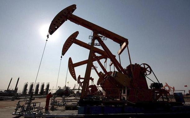 Petróleo sufre histórico desplome