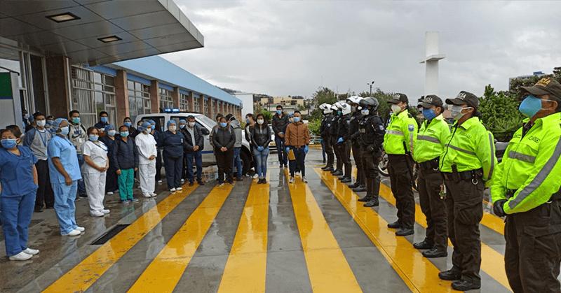 Policía nacional rindió un homenaje al personal médico