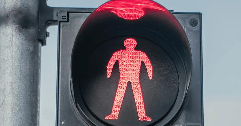 El concejo metropolitano de Quito resolvió mantener el semáforo en rojo