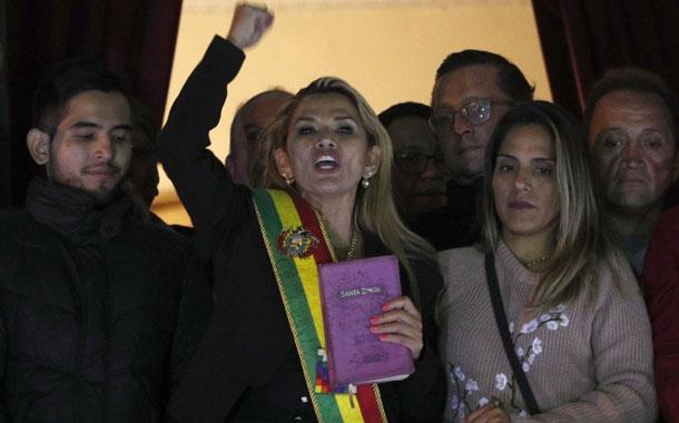 Áñez recibe críticas por libertad de expresión en Bolivia