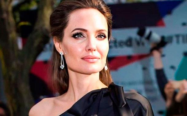 La excéntrica y peligrosa colección de Angelina Jolie