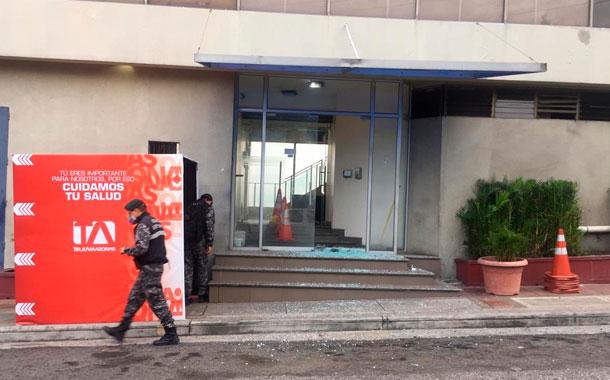 Atentado con artefacto explosivo en los exteriores de Teleamazonas Guayaquil