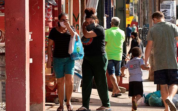 Brasil suma 30 000 nuevos casos de COVID y sobrepasa los 4,1 millones