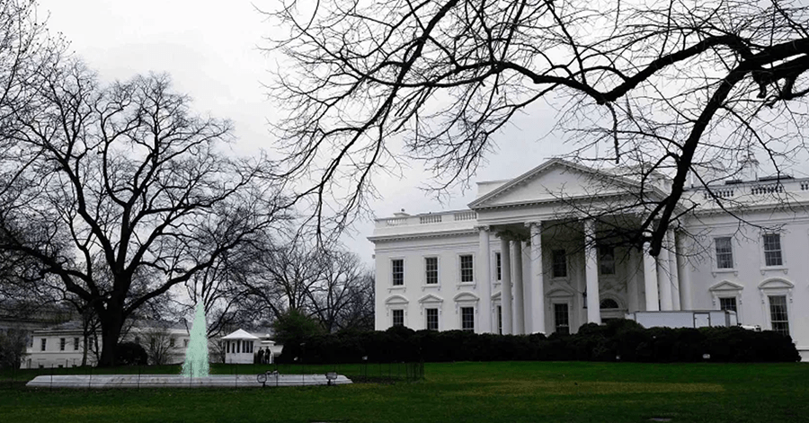 Muere exmayordomo de la Casa Blanca a causa del coronavirus