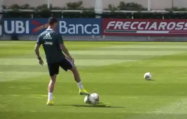 Cristiano Ronaldo sorprende a todos jugando 'baloncesto' con los pies