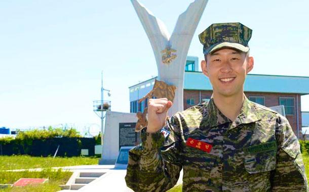 Heung Min Son, estrella del Tottenham, terminó el servicio militar con honores