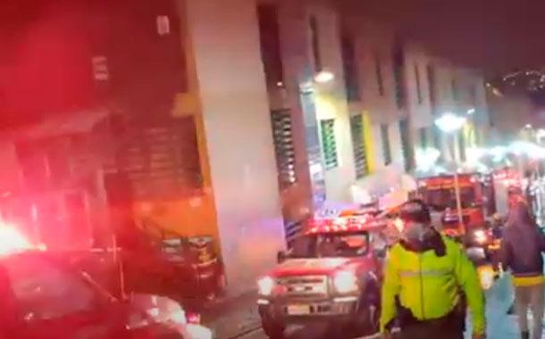 Se reporta incendio en centro comercial de Quito