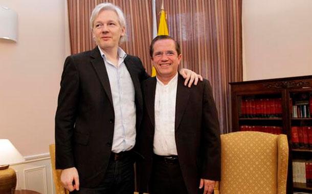 Nuevo video revela fiestas que mantenía el excanciller Patiño con Assange