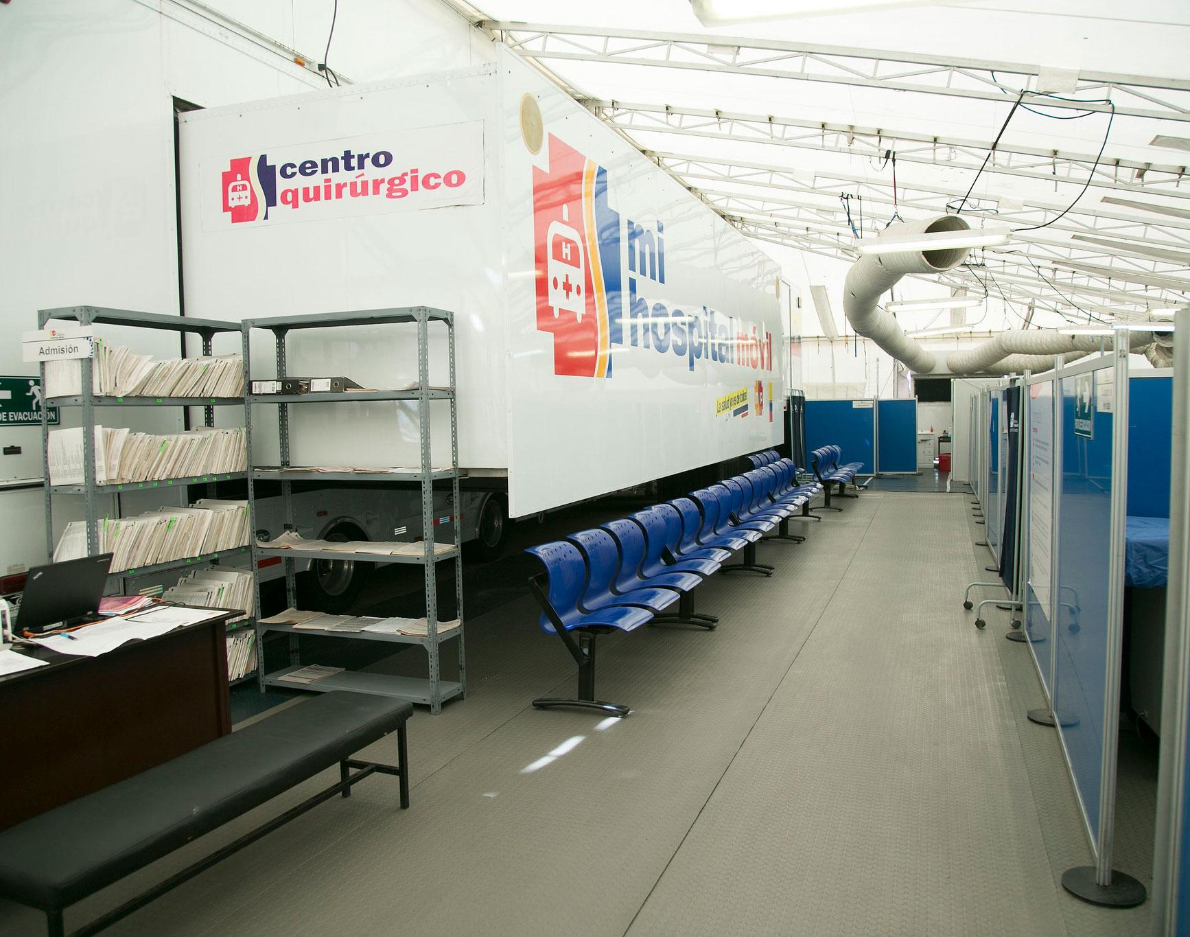 Un hospital móvil con 70 camas atiende a pacientes en Pedernales