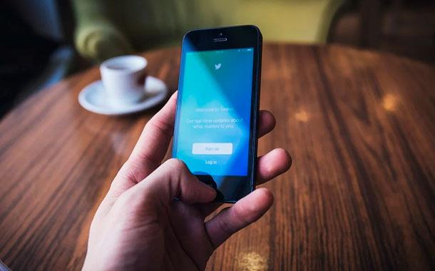 Casi la mitad de lo tuiteado sobre Covid-19 lo harían cuentas 'robots': Estudio
