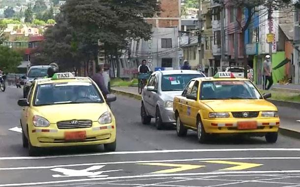 Taxistas toman estrictas medidas de bioseguridad