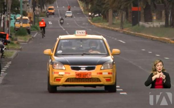 Taxistas cobrarán un dólar por la carrera mínima