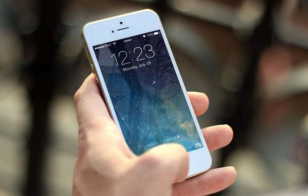 Usar el celular en el baño puede ser peligroso para tu salud