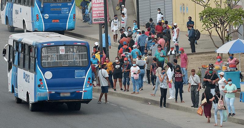 En Guayaquil, conductores de buses no respetan la capacidad permitida