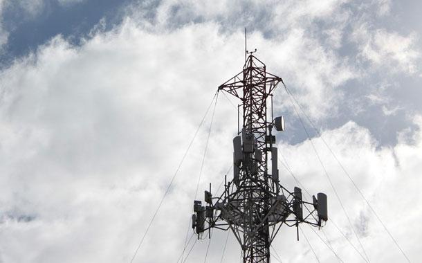 Atacan antenas por temor a que propaguen COVID-19