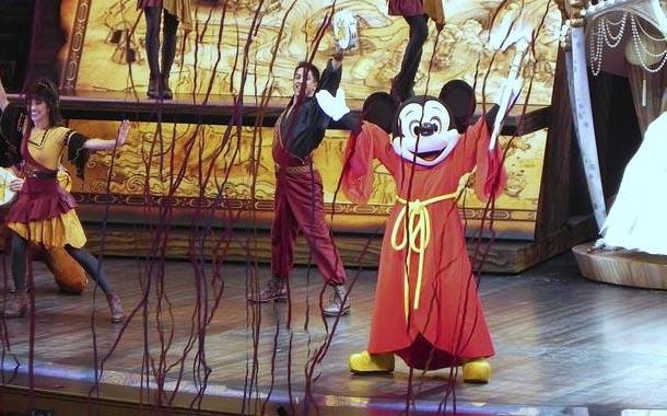 Disney no abrirá tras repunte de casos de coronavirus
