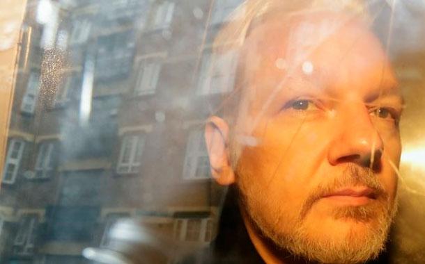 Fundador de WikiLeaks enfrenta nueva acusación en EEUU