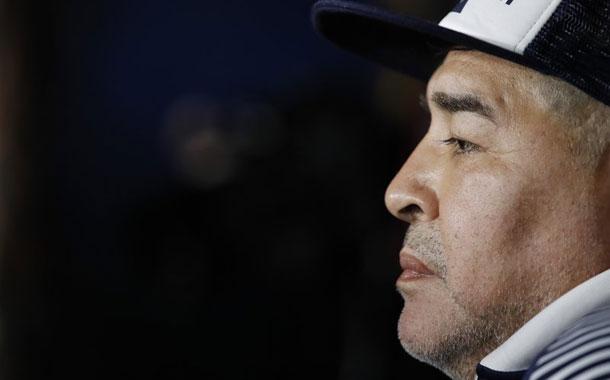 Maradona seguirá como técnico de Gimnasia en Argentina