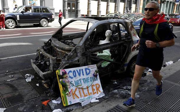 Nueva York analiza imponer toque de queda por protestas