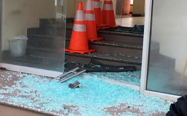 La SIP condena ataques a las sedes de medios en Ecuador y México