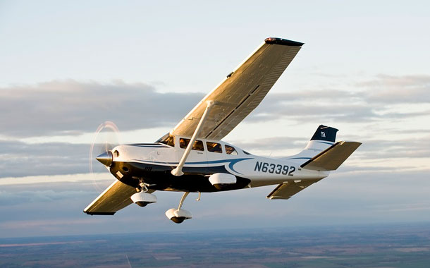 Mueren seis personas en accidente de avioneta