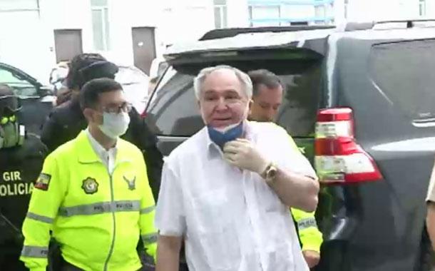 El expresidente Abdalá Bucaram cumple arresto domiciliario
