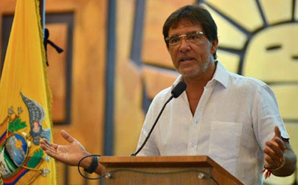 Pedido de destitución del prefecto del Guayas se presentó en medio de altercados